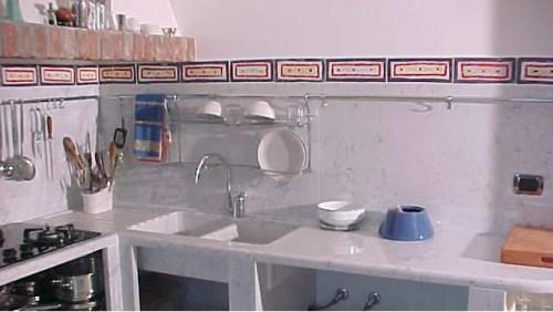 Come eliminare la puzza dal lavandino della cucina come fare a - Sifone lavandino cucina ...
